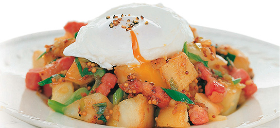 Poached-Eggs-with-Home-Fries